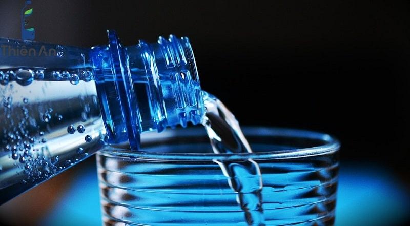 Uống nước khoáng hàng ngày có tốt không